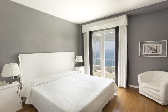 Double_room_seaview_Hotel_kalura_cefalu_sicilia