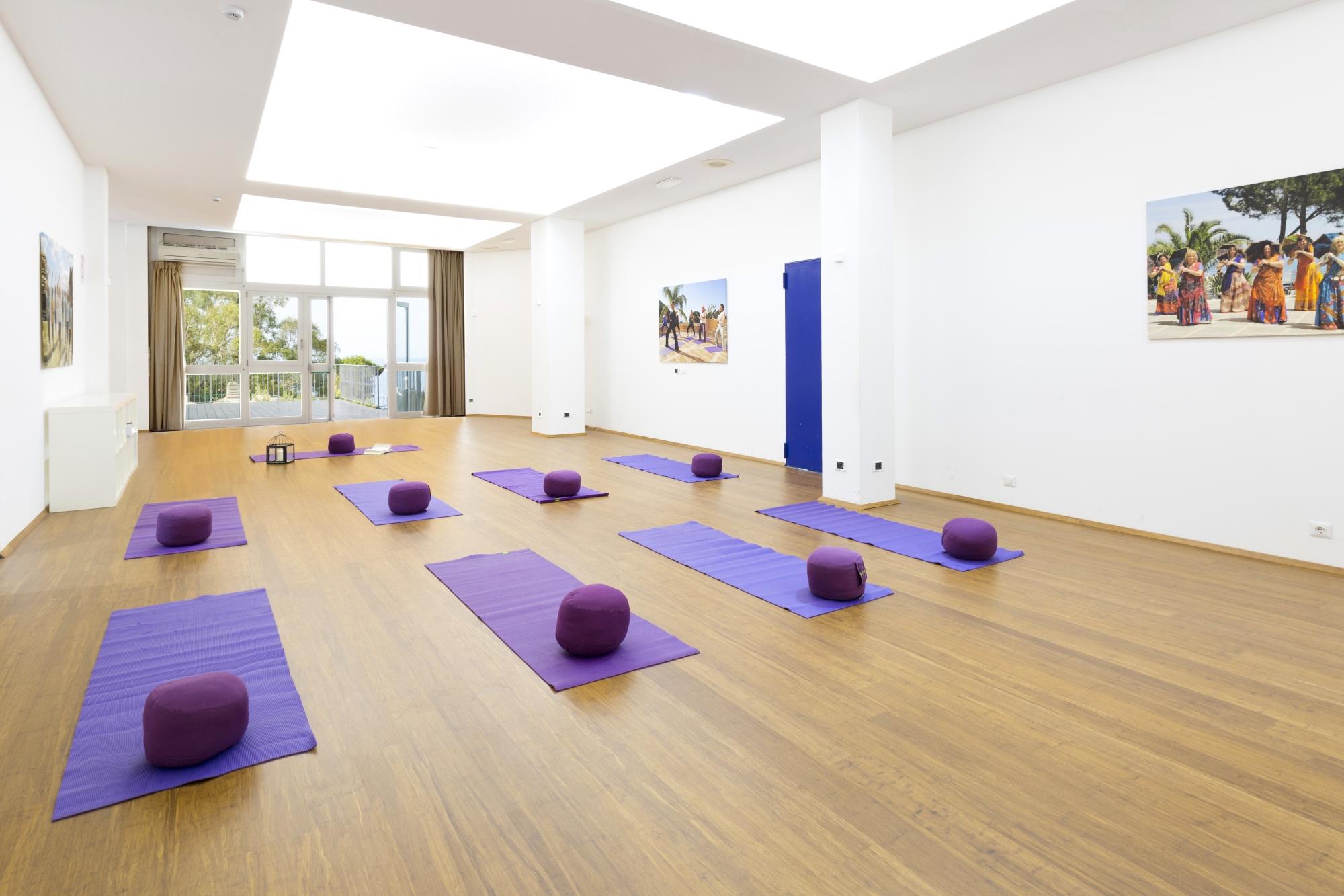 room_yoga